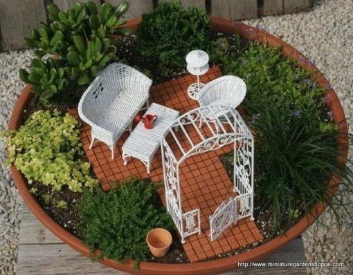 mini jardim de vidro : mini jardim de vidro:Para o efeito de água, as bolinhas azuis tipo bola de gude ou de
