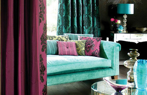 living-room-in-bold-colour-combo-of-turquoise-and-wine
